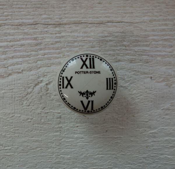 Bild von Möbelknopf mit Zifferblatt