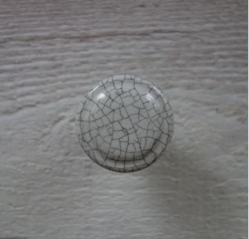 Bild von Möbelknopf mit Krakeliermuster