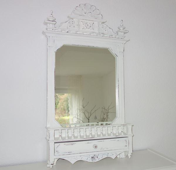 Bild von Spiegel mit Schublädli