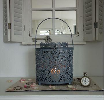 Bild von Metall-Laterne mit Ornamentmuster