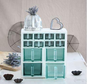 Bild von Antikes Küchenregal mit Glasschubladen