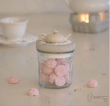 Bild von Glas mit Betondeckel und Teekruggriff