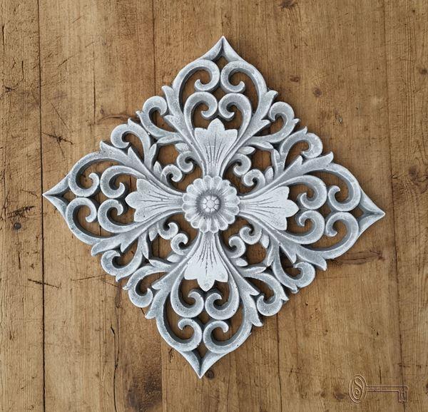 Bild von Ornament grau/weiss patiniert