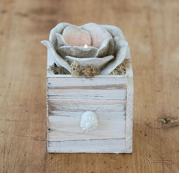 Bild von Rosenlicht weiss-beige im Schublädli