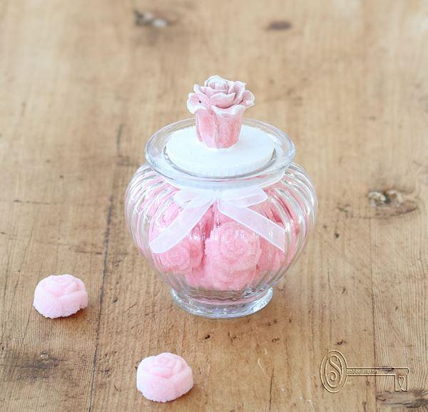 Bild von Gläsli mit Zuckerrösli und Rosendeckel