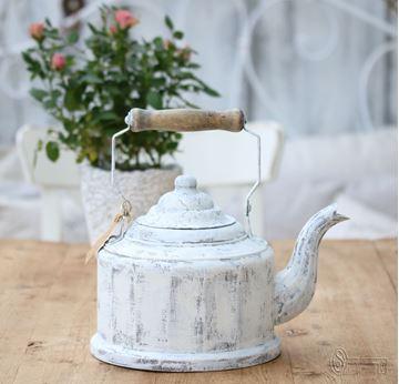 Bild von Alter Teekessel crèmeweiss patiniert